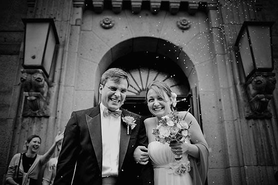Hochzeit im Standesamt Schoeneberg in Berlin Hochzeitsfotograf © www.henninghattendorf.de