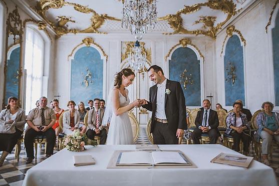 Hochzeit im Standesamt Blaue Galerie in den Neuen Kammern im Schlosspark Sanssouci in Potsdam Hochzeitsfotograf © www.henninghattendorf.de