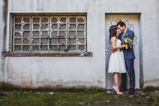 Hochzeit im Standesamt Schoeneberg und Hochzeitsportraits im Volkspark in Berlin Hochzeitsfotograf © www.henninghattendorf.de