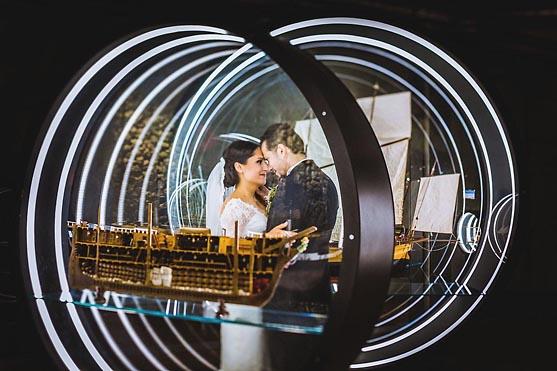 Hochzeitsportraits im Technischen Museum in Berlin Hochzeitsfotograf © www.henninghattendorf.de