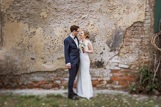 Hochzeit im Standesamt St Annen und Brigitten Kapelle in Stralsund und Feier im Hotel in Berlin Hochzeitsfotograf © www.henninghattendorf.de