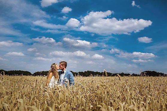 Hochzeit im Schloss Neuhausen bei Putlitz Hochzeitsfotograf © www.henninghattendorf.de