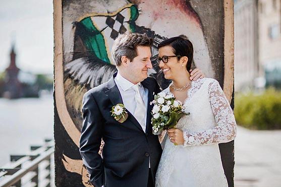 Hochzeit in der Herz Jesu Kirche in Prenzlauer Berg und Hochzeitsfeier im nhow Hotel in Berlin Hochzeitsfotograf © www.henninghattendorf.de