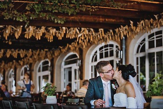 Hochzeit im Standesamt Schloss Luebbenau in Berlin Hochzeitsfotograf © www.henninghattendorf.de