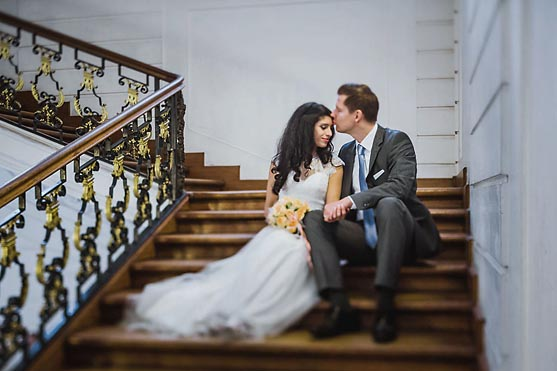 Hochzeit im Standesamt Villa Kogge und Hochzeitsportraits im Schloss Charlottenburg in Berlin Hochzeitsfotograf © www.henninghattendorf.de