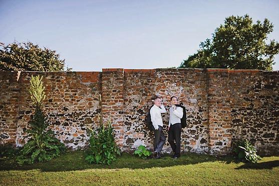 Gleichgeschlechtliche Hochzeit im Schloss Neuhardenberg Hochzeitsfotograf © www.henninghattendorf.de