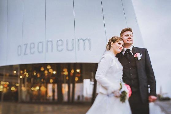 Hochzeit in Stralsund im Standesamt Rathaus und Hochzeitsfeier im Hotel Scheelehof Hochzeitsfotograf © www.henninghattendorf.de