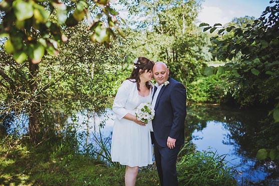 Hochzeit im Standesamt Weidendom im Spreewaldresort Seinerzeit im Spreewald Hochzeitsfotograf © www.henninghattendorf.de