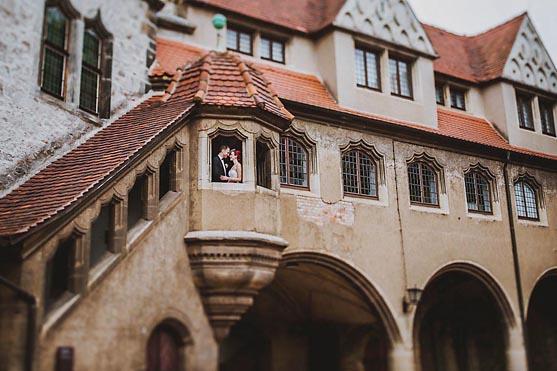 Freie Hochzeit in der Ulrichskirche und Hochzeitsfeier im Turm in der Moritzburg in Halle Saale Hochzeitsfotograf © www.henninghattendorf.de