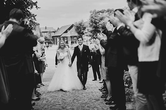 Hochzeit im Standesamt Schloss Vetschau und Hochzeitsfeier im Schloss Luebbenau im Spreewald Hochzeitsfotograf © www.henninghattendorf.de