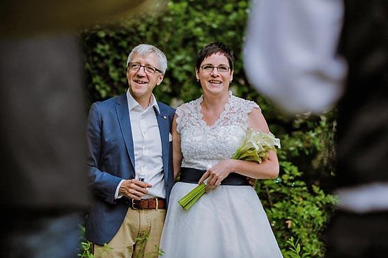 Hochzeit im Standesamt Villa Kogge in Berlin Hochzeitsfotograf © www.henninghattendorf.de